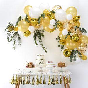 Ballonnenboog maken bruiloft goud