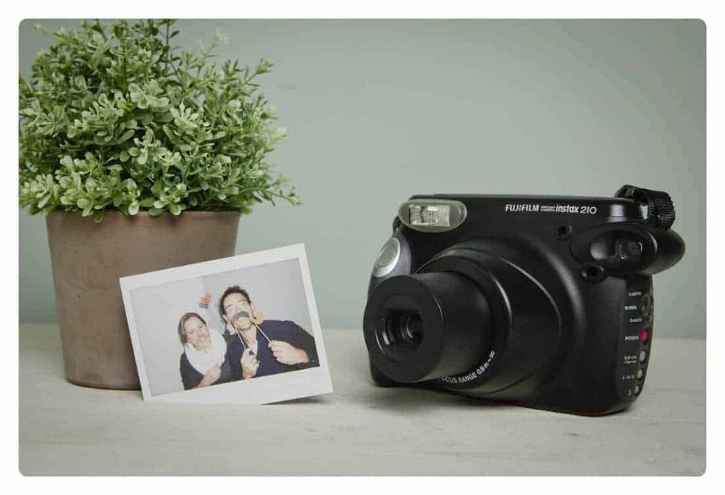 Fujifilm Instax 210 Polaroid Camera huren bruiloft